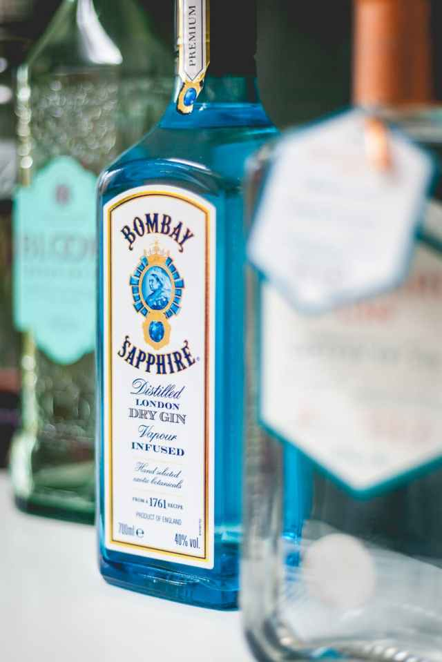 shallow focus photography of bombay sapphire dry gin bottle
