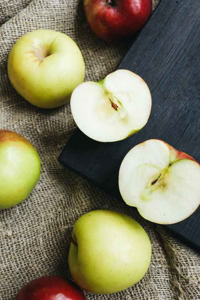 close up photo of sliced apples on wooden surface